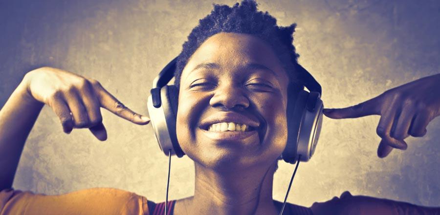 Sakinleşmek için müzik dinleyin.